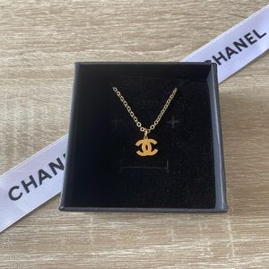 ✨Delicate Auth CHANEL Charm w Necklace✨